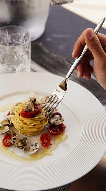 Spaghetto alle vongole - Primo piatto YOLO LIDO