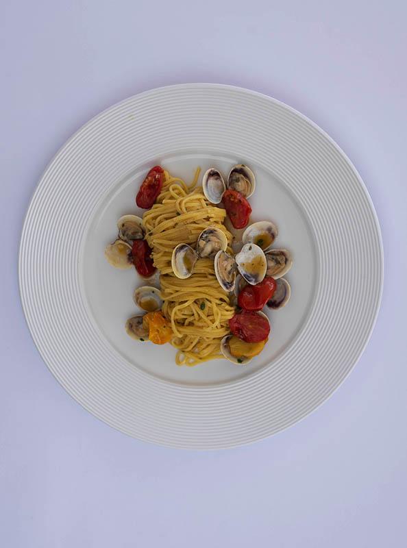 Spaghetto alle vongole, pranzo al lido